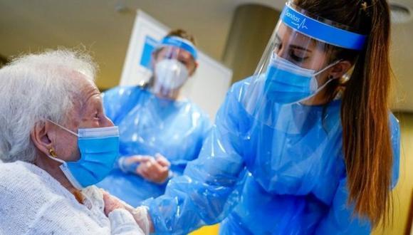 A fines de febrero, desde el Minsa se anunció que se daría prioridad a la inmunización de adultos mayores y que para esto se utilizarían dosis de Sinopharm, Pfizer y las que provengan de la iniciativa Covax Facility. (Imagen referencial / Reuters).