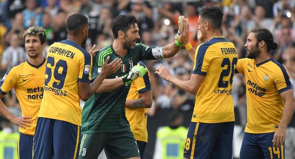 Los integrantes del Hellas Verona, oponente de la Juventus, también tuvieron un gesto de solidaridad con Buffon. (Foto: AFP)