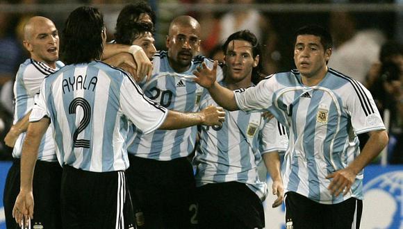 Roberto Ayala coincidió con los primeros pasos de Lionel Messi en la Selección Argentina. (Foto: AFP)