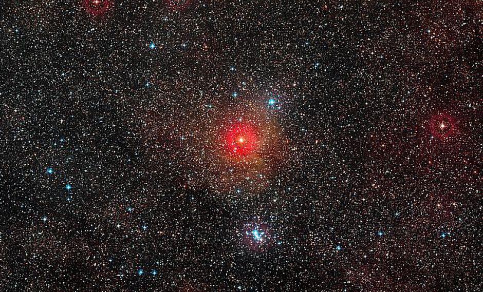 Los astrónomos han logrado capturar imágenes de la estrella gigante Betelgeuse, mostrando que una de las estrellas más brillantes de la Vía Láctea ha perdido gran parte de su brillo en los últimos meses, según un Observatorio Europeo Austral ( ESO). (Foto: AFP)