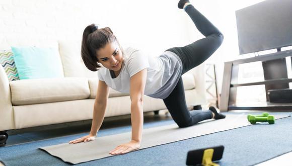 Realizar ejercicios en casa es vital para cuidar nuestra salud. (Foto: Shutterstock)