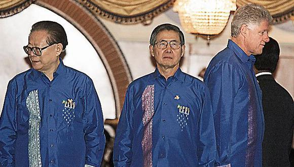 Renuncia a larga distancia: Fujimori dimitió hace 16 años