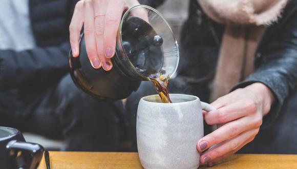 La taza donde se sirve el café debe ser de porcelana, o refractarios y no de vidrio u otro material. (Foto: Pixabay)