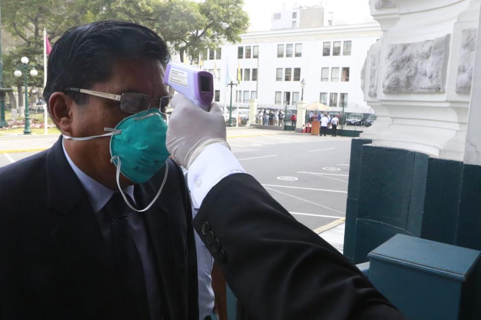 El primer ministro, Vicente Zeballos, acudió al Legislativo portando medidas de seguridad por coronavirus. (Foto: Congreso)