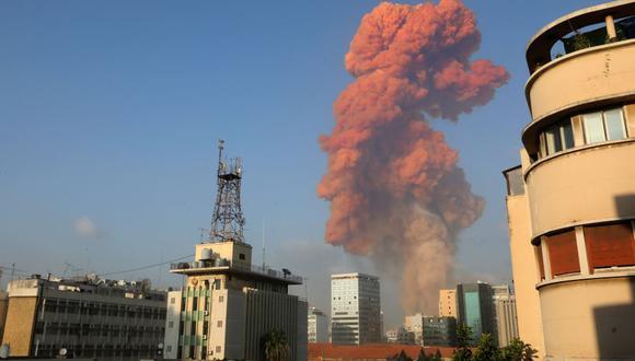 El momento de la enorme explosión del martes en Beirut, la capital del Líbano. (Foto: Anwar AMRO / AFP).