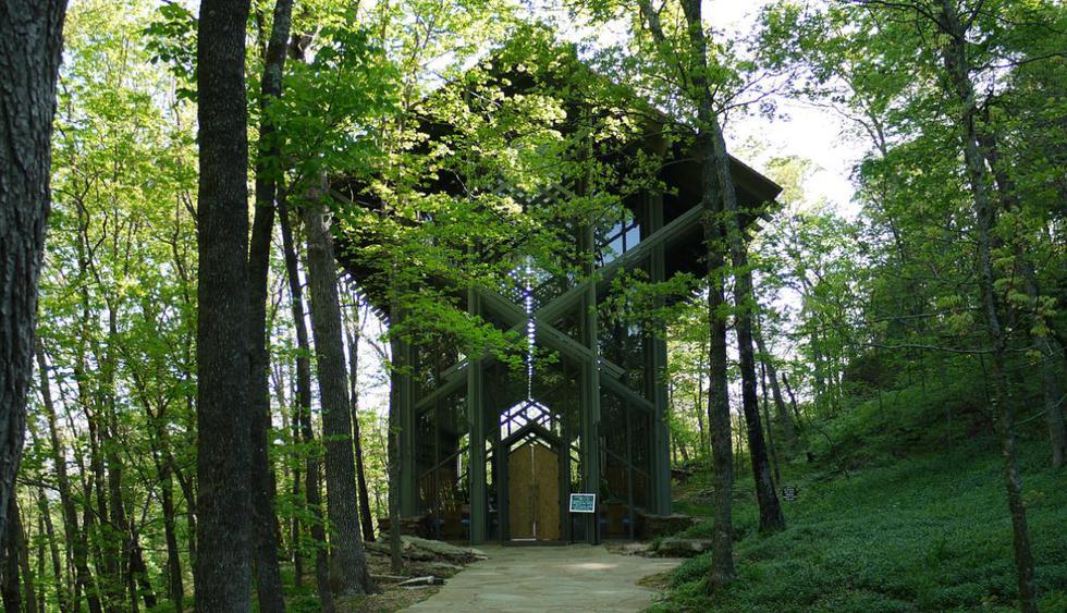La capilla Thorncrown es una hermosa construcción en medio del bosque en Eureka Springs, Arkansas. Es catalogada como una de las mejores muestras de arquitectura orgánica. (Foto: Bill Keaggy)
