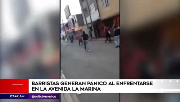 Varios vecinos usaron sus teléfonos celulares para registrar lo ocurrido. (Foto: Captura/América Noticias)