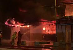 Piura: Incendio consume al menos 50 puestos del Mercado Modelo   VIDEO