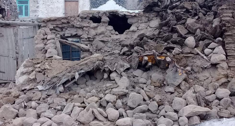 Varias casas fueron destruidas por el fuerte sismo en la frontera entre Turquía e Irán. (AP).