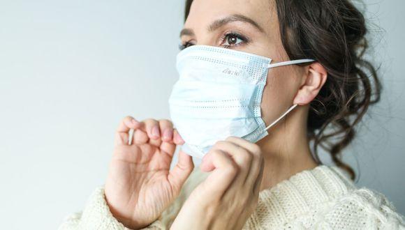 El roce de la mascarilla con la piel puede resecarla, pero es necesaria para protegernos del coronavirus. (Foto: Pexels)