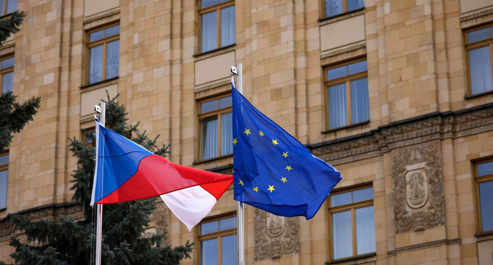 "Czech Republic announces the expulsion of numerous Russian diplomats for ""sabotage actions"""