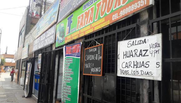 En los alrededores al terminal Fiori operan agencias que realizan la carga y descarga de pasajeros en zonas informales. (Juan Guillermo Lara / El Comercio)