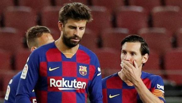 Gerard Piqué espera la firma de Lionel Messi. (Foto: EFE)