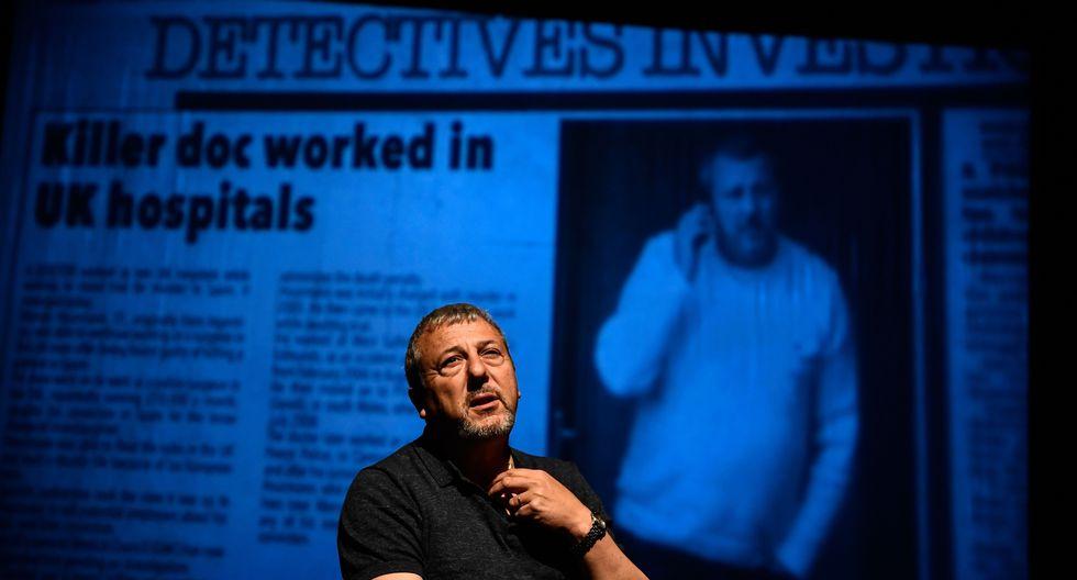 """Hourmann se presenta en escena ante el público lanzando un insólito desafío: """"Me gustaría que esta noche ustedes me juzguen"""". (Foto: AFP)"""