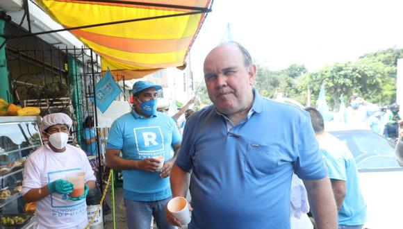 Candidato Rafael López Aliaga recorrió el miércoles un mercado y las calles de Pueblo Libre (Foto: Britanie Arroyo / @photo.gec)
