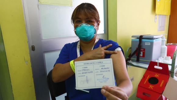 La médica intensivista neonatal Neda Ágreda sostiene que la vacunación les permite seguir trabajando con tranquilidad en medio de la pandemia. (Hugo Curotto / @photo.gec)