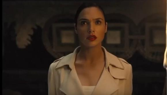 Gal Gadot, en su papel de la Mujer Maravilla, aparece y hace un gran descubrimiento. (Foto: Captura)