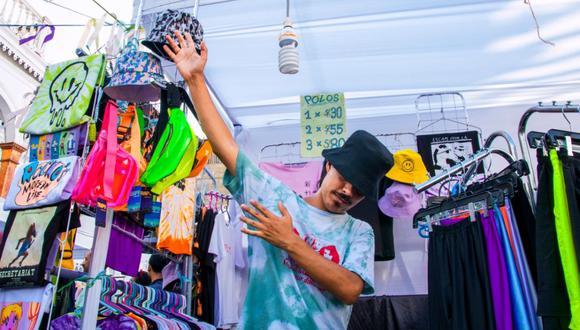 La Feria Cachinera es impulsada por la antropóloga Alejandra Dávila y el musico Andrei Marambio.