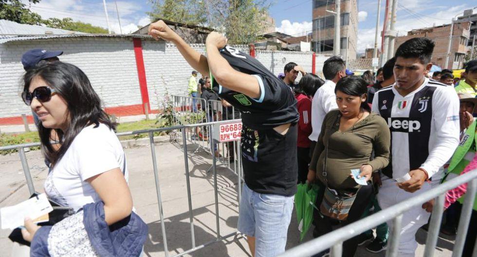 Hinchas no pueden ingresar con la camiseta de Alianza Lima | Foto: Francisco Neyra/GEC