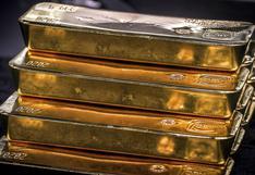Oro cae a mínimo de dos meses mientras dólar extiende avance