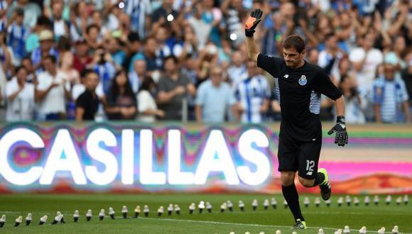 Iker Casillas fue aclamado en la presentación del Porto