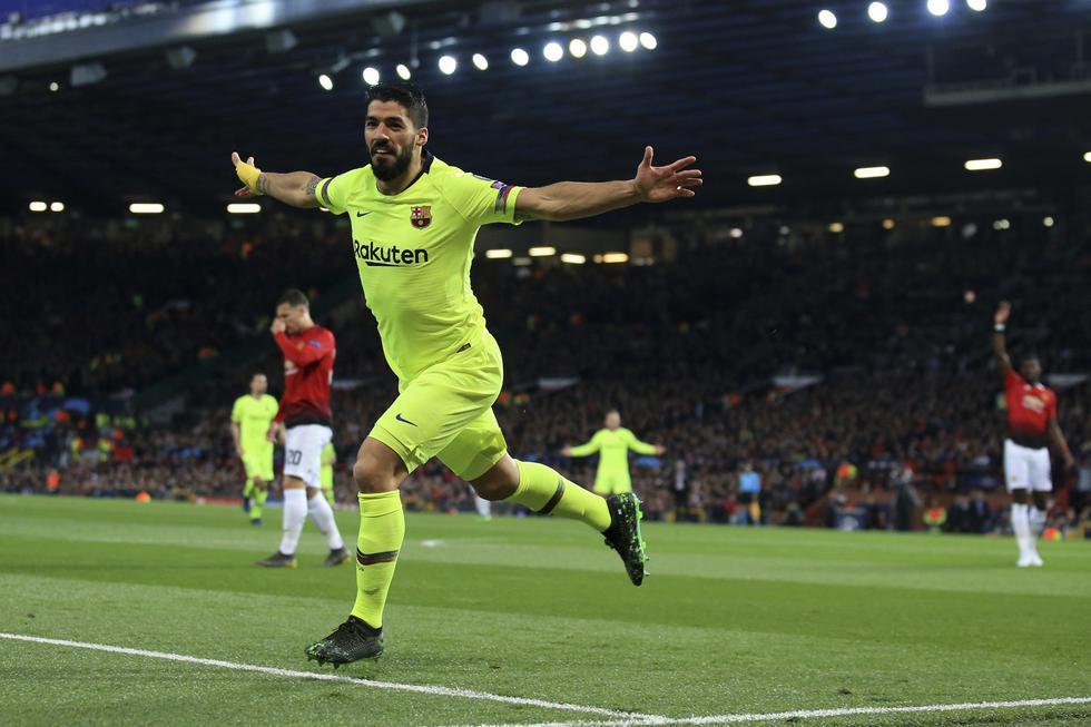 Barcelona vs Manchester United: Luis Suárez generó este autogol para el 1-0 tras uso del VAR. (Foto: AP)