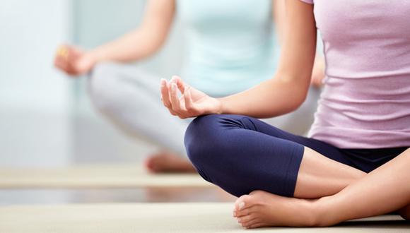 Incluir el yoga dentro de tu plan de entrenamiento te ayudará a mantener en forma y reducir tus niveles de estrés.