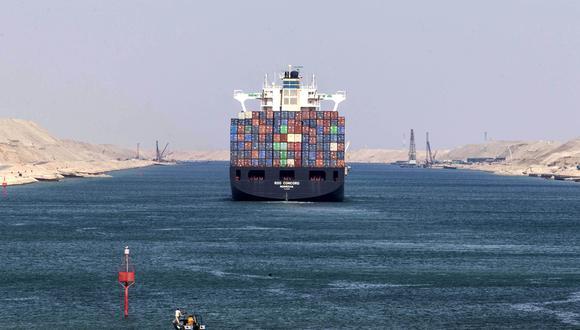 Desde su construcción oficial a fines del siglo XIX, el Canal de Suez se convirtió en una vía marítima clave en el desarrollo del comercio mundial al conectar el Mar Rojo con el Mediterráneo. EFE
