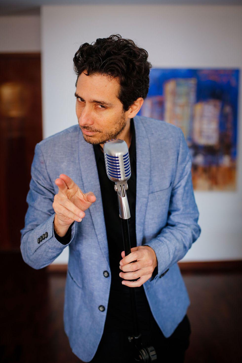 Peglau grabó sus dos primeros discos en Londres, de manera casera. El tercero lo encuentra instalado nuevamente en el Perú.