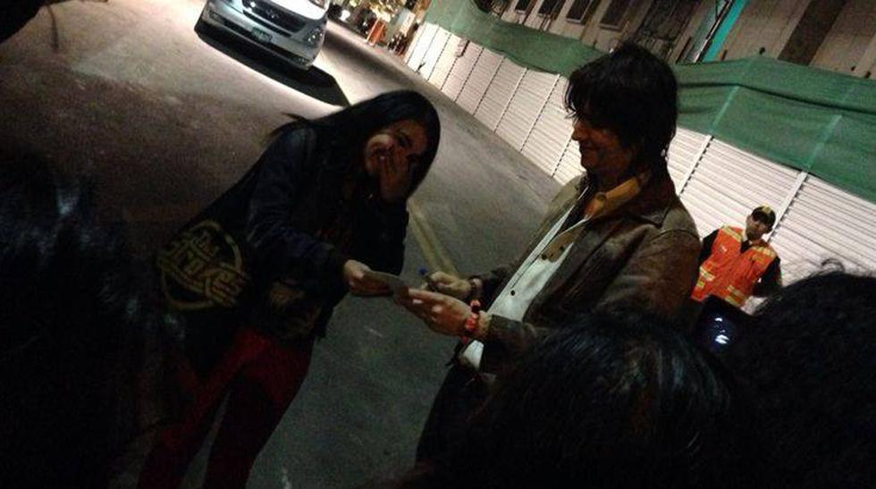 Julian Casablancas firmó autógrafos y paseó por Lima - 3