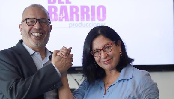 Hugo Coya y Michelle Alexander durante la presentación del nuevo gerente general de Del Barrio Producciones. (Foto: Lino Chipana)