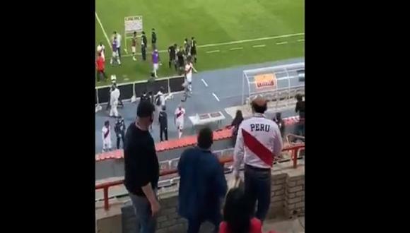 Unos hinchas fueron captados en una de las tribunas del Estadio Nacional tras el partido Perú vs. Brasil. (Captura: Twitter)
