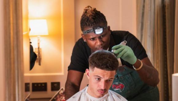 Los jugadores del Leipzig recibieron críticas por haberse cortado el pelo antes de un partido, que perdieron, con una 'estrella' de las tijeras que hicieron venir en avión desde Londres. (Foto: hd_cutz_london en Instagram)