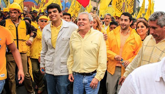 Marcha de Luis Castañeda y sus seguidores exigiendo que su candidatura no sea retirada de la contienda electoral. (Foto: GEC)