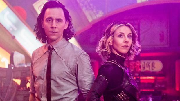 Loki ( Tom Hiddleston) junto a Sylvie (Sophia Di Martino). Foto: Disney Plus