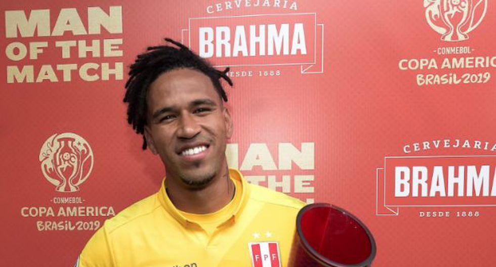 Gallese con el premio 'Man of the match' del Perú-Uruguay por la Copa América 2019.