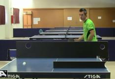 La magia del campeón mundial de trucos de tenis de mesa