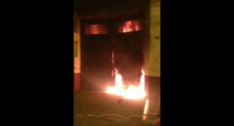 UNFV: alumnos se enfrentaron con piedras y fuego en sede tomada - 5