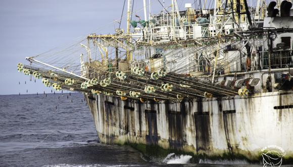 La flota pesquera china puede ser observada a través del sistema de monitoreo de Global Fishing Watch. Foto: Simon Ager / Sea Shepherd.