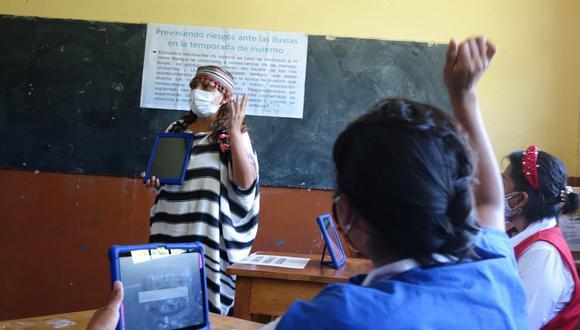 Este martes 6 de julio se inició la vacunación contra el COVID-19 a profesores rurales del país para garantizar las clases semipresenciales en medio de la pandemia. (Foto: Minedu)