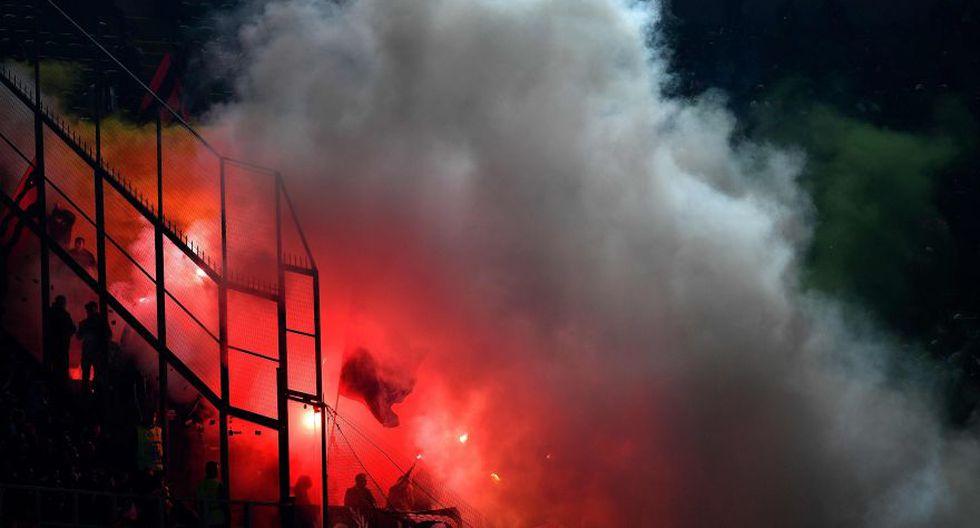 Italia-Albania vivió tenso momento por lanzamiento de bengalas - 8
