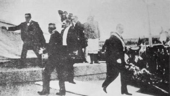 El presidente José Pardo y el general Roque Sáenz Peña en un instante previo al develamiento del monumento a Bolognesi en noviembre de 1905. (Foto: Archivo Histórico El Comercio)