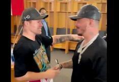 Canelo vs. Yildirim: J Balvin felicitó a Saúl 'Canelo' Álvarez tras el combate frente a Avni Yildirim   VIDEO