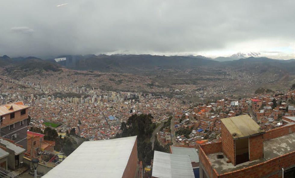 Panorámica de la zona centro de La Paz captada desde una estación de Mi Teleférico. (Renzo Giner / El Comercio)