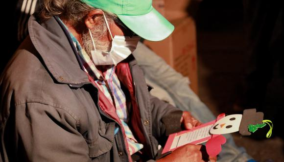 Cerca de 100 personas que viven en las calles del Centro Histórico de Lima recibieron una cena por Navidad. (Foto: MML)
