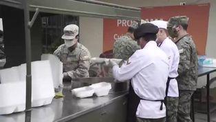 Ejército chileno reparte comida a población vulnerable
