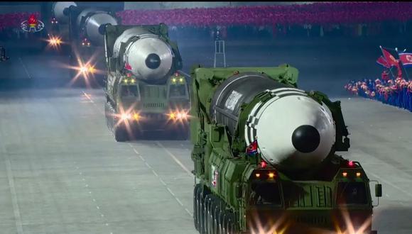El nuevo misil balístico intercontinental de Corea del Norte estaba colocado en un vehículo de 11 ejes, nunca visto hasta ahora. (AFP).