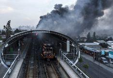 Chile: Incendian al menos 4 estaciones del Metro en Santiago pese al estado de emergencia   FOTOS