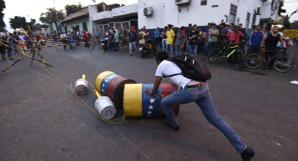 Venezuela: Militares dispersan con gases lacrimógenos a manifestantes en Ureña, en puente fronterizo con Colombia. (Foto: AFP).