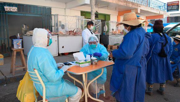 Brigadas de salud trabajan para identificar a las personas con el COVID-19 en Juliaca, para, tomar las medidas sanitarias del caso, a fin de evitar que infecten a más personas. (Foto: Hospital Carlos Monge Medrano de Juliaca)